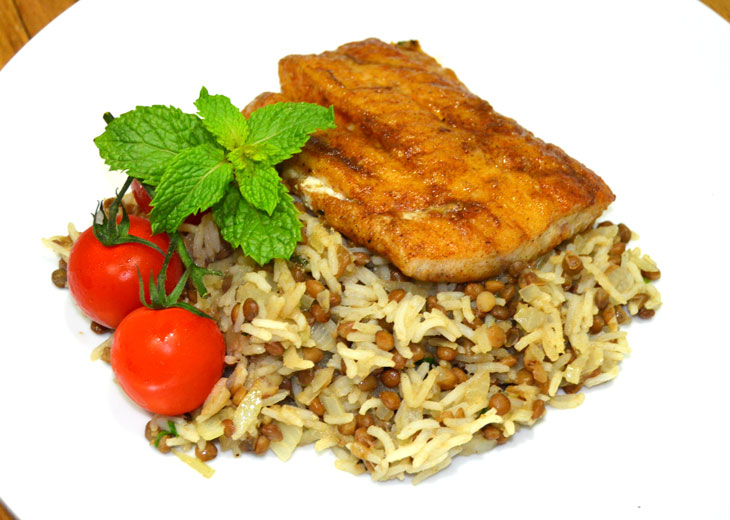 Menu arabic spiced fish with lentil rice and grilled tomatoes for Fish and rice diet
