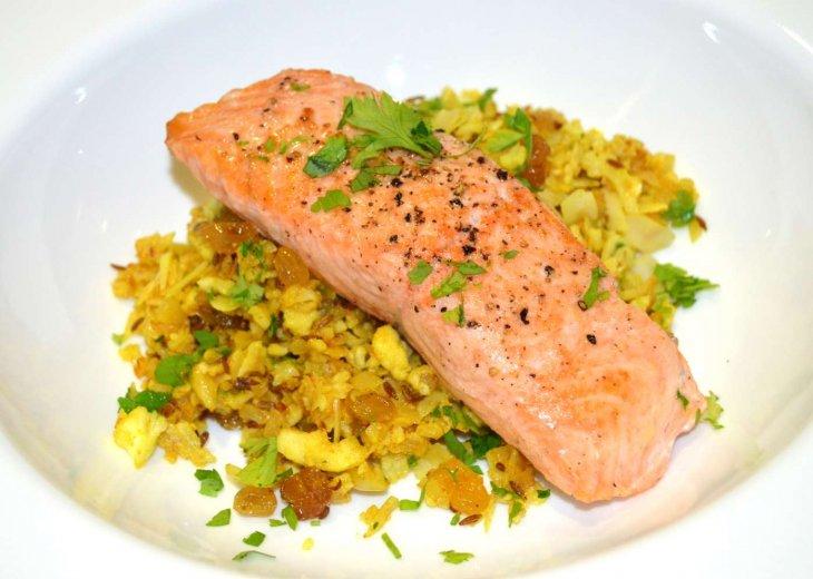 Menu Salmon with Turmeric Cauliflower Rice
